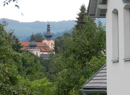 Okrasná zahrada v Pošumaví, Strašín